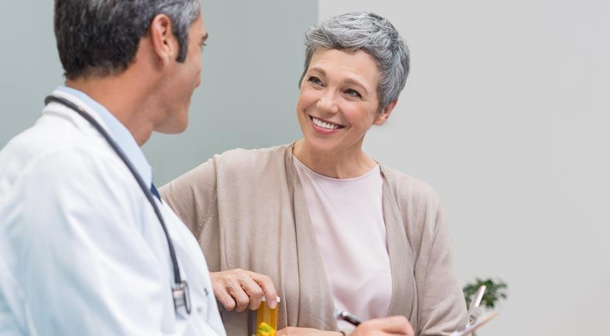 Chegada da menopausa pode trazer riscos cardíacos. Saiba o porquê