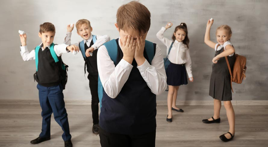 É preciso ter olhos atentos ao bullying! Seja no ambiente da escola ou fora dele, as consequências são sempre muito dolorosas