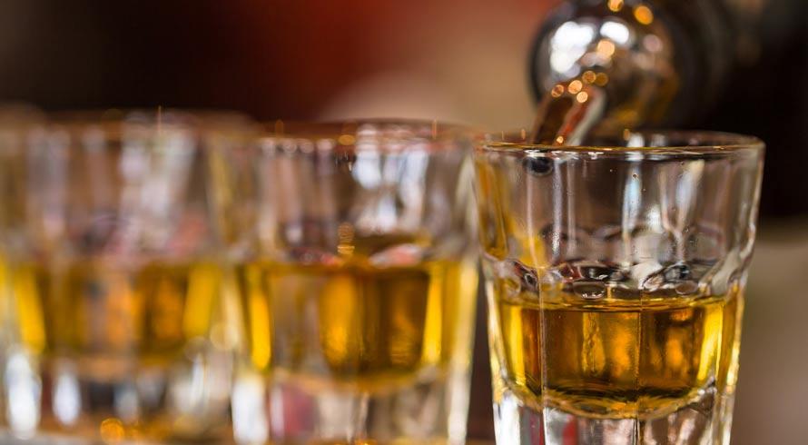 Estudo revela que hábito de pequena dose diária de álcool não traz qualquer benefício à saúde