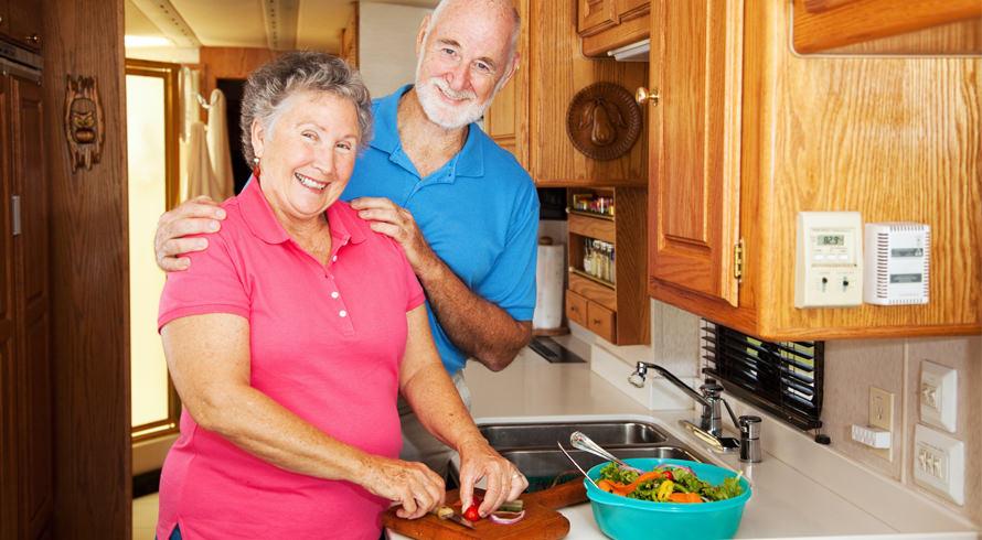 Idosos, sim, mas com jeitão de bem mais novos! Estudo americano revela que cortar 15% das calorias retarda o processo de envelhecimento