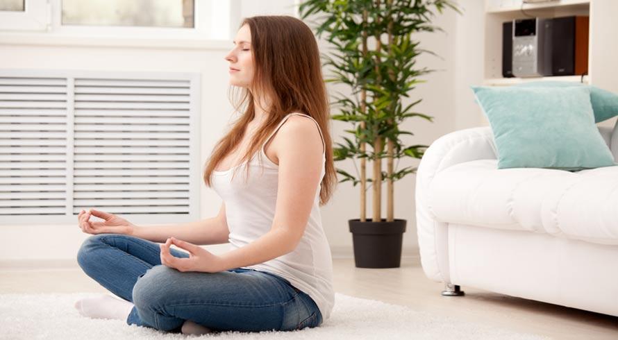 Meditação simples e diária ajuda a dormir melhor! Saiba como fazer
