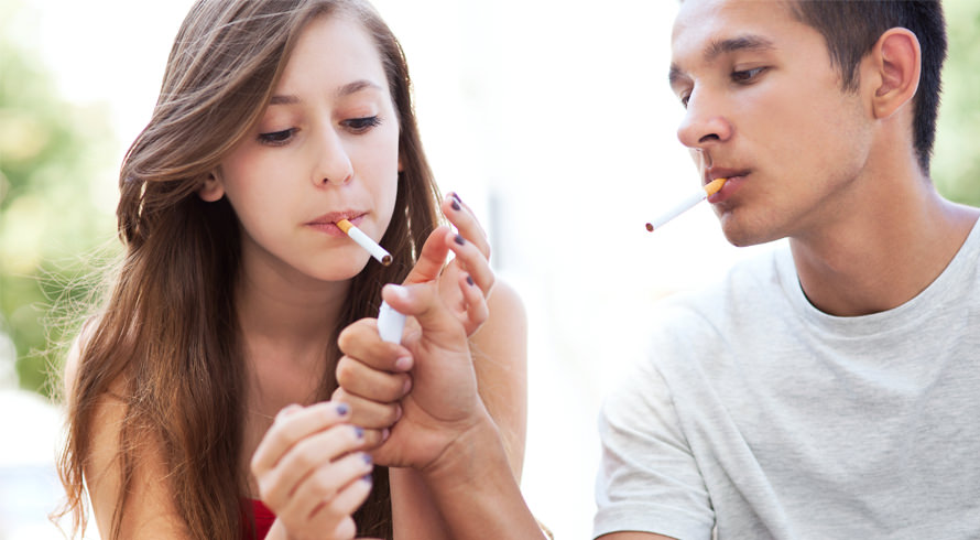 Pesquisa revela que filhos de fumantes – ainda que não fumem no futuro – ficam mais propensos a doenças e morrem mais cedo