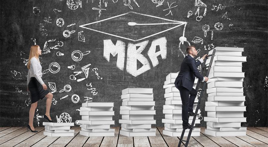 Por que, às vezes, vale mais investir em uma especialização (ou MBA) do que em pós-graduação