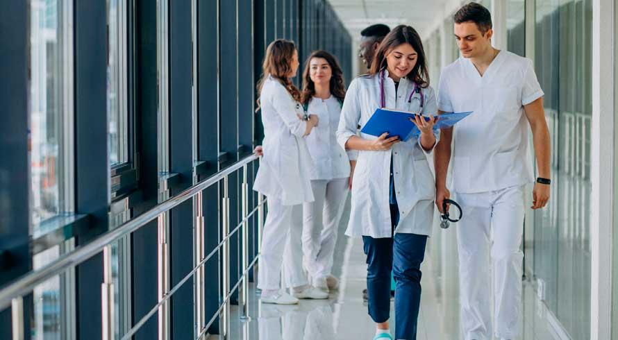 UCB oferece cursos de pós-graduação, à distância, na área da Saúde. Confira!