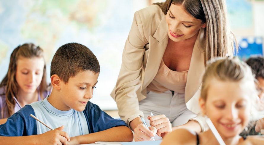 """Universidade Castelo Branco oferece curso de pós-graduação, à distância, em """"Alfabetização e Letramento"""". Aproveite, educador (a)!"""