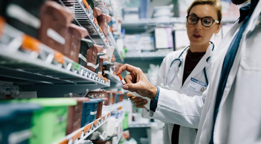 """Universidade Castelo Branco oferece curso de pós, à distância, em """"Farmácia Hospitalar"""". Aproveite este aprimoramento acadêmico, enfermeiro (a)!"""
