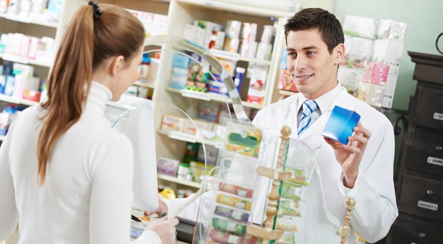 A área da Farmácia vive dias em que a excelência de seus profissionais é solicitada, também, em serviços clínicos