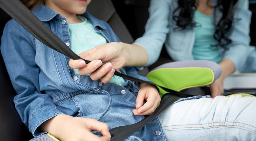 Acidentes de trânsito: pesquisa revela que sentar no banco de trás deixa ocupantes mais suscetíveis a ferimentos e à morte