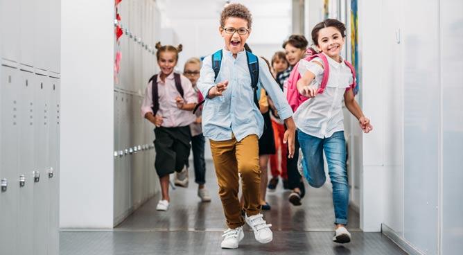 Fim de férias: especialistas dão dicas para que os pais ofereçam suporte ideal para a volta às aulas