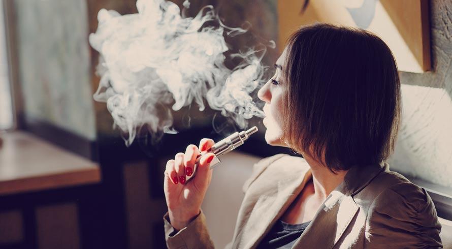 Uso do cigarro eletrônico aumenta as chances de doenças nas vias aéreas, diz estudo