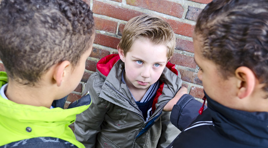 Pesquisa revela que crianças expostas à violência têm a capacidade de aprender prejudicada