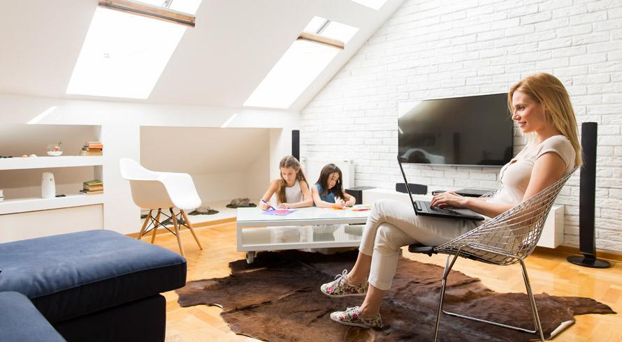 Trabalhar e ver os filhos crescerem: estudo americano diz que, sabendo otimizar o tempo, dá para conciliar bem, sem estresse