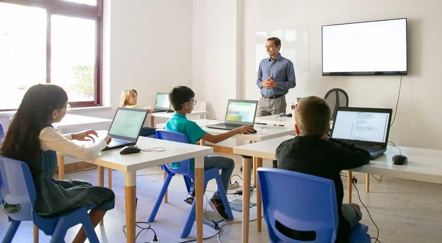Qual a importância do (a) professor (a) na formação de seus alunos? Total!