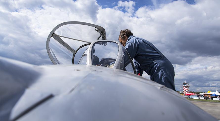 Especialistas da Aeronáutica: dia daqueles que estão sempre prontos para nos proteger...lá do alto!