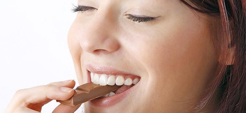 Café e chocolate são poderosos aliados contra doenças cardíacas, diz estudo italiano