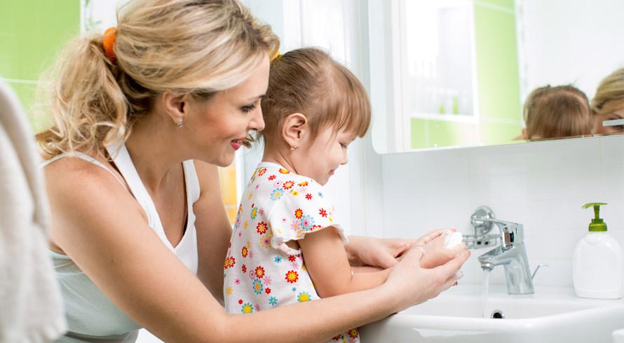 Mãos limpas, corretamente higienizadas, reduzem em 40% o surgimento de doenças. Cuide da sua saúde!