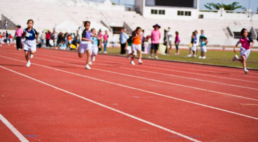 O corpo humano precisa de movimento intenso todo dia e isso precisa ser ensinado às crian...