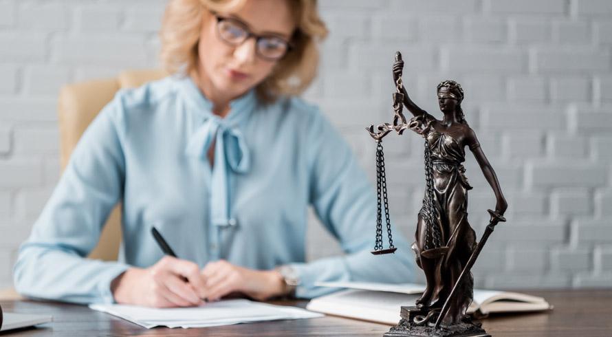 """Oportunidade de evolução acadêmica, graduado (a) em Direito! A Unincor oferece curso de pós, à distância, em """"Direito Administrativo"""""""