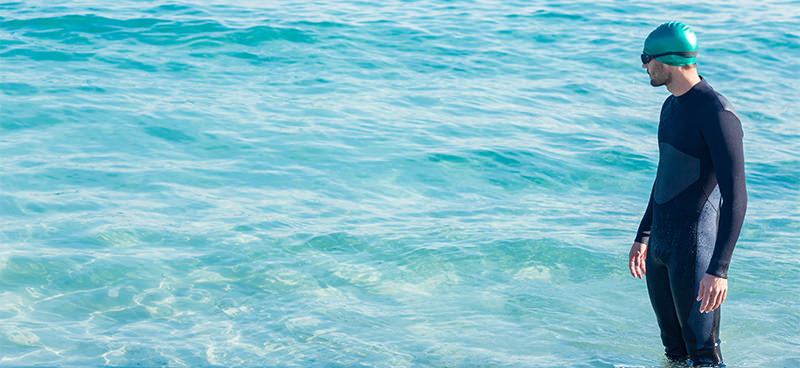 Por que, durante provas no mar, nadadores precisam se hidratar?