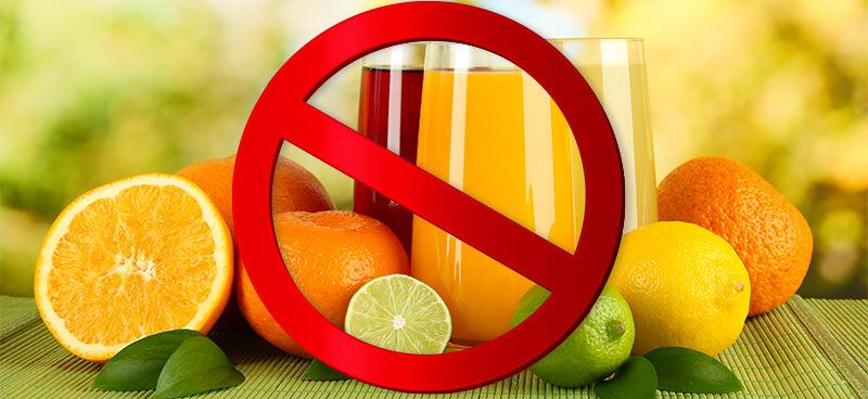 Sucos de frutas para crianças antes do primeiro ano de vida? Nem pensar!