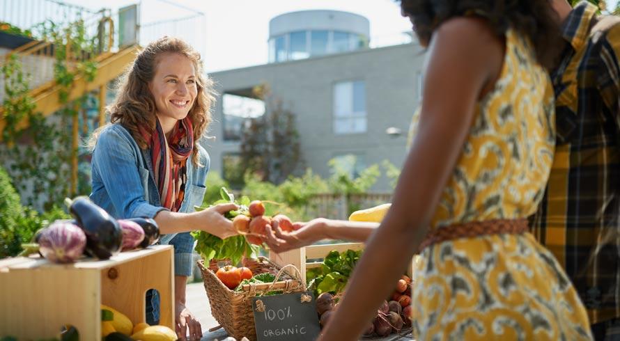 """Supermercado carioca incentiva a sustentabilidade e oferece descontos para quem levar legumes com aparência """"feia"""""""